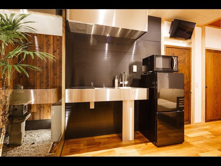 Lower - Kitchenette